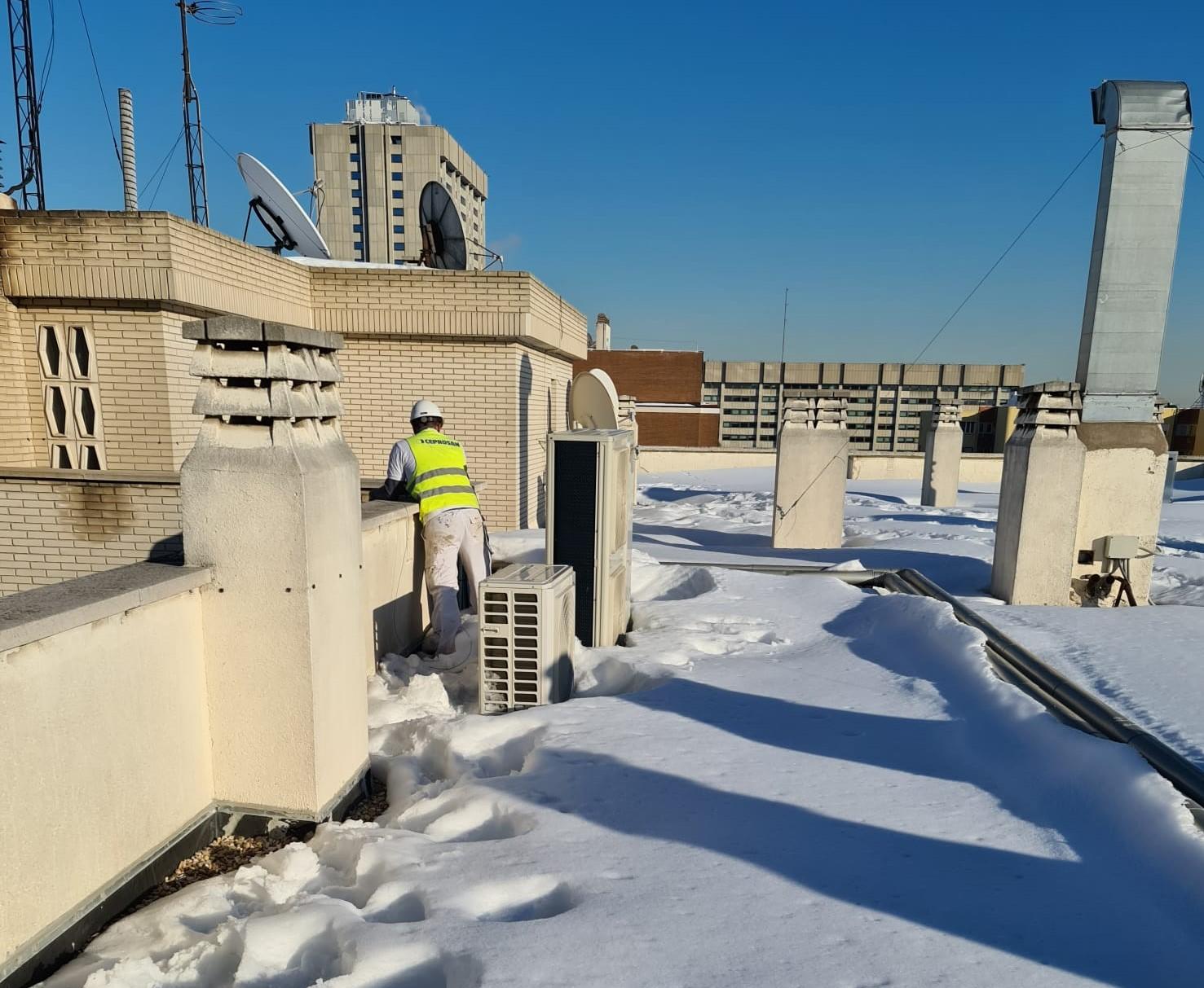 Los arquitectos técnicos muestran cómo evitar los principales problemas que producen las heladas en los edificios